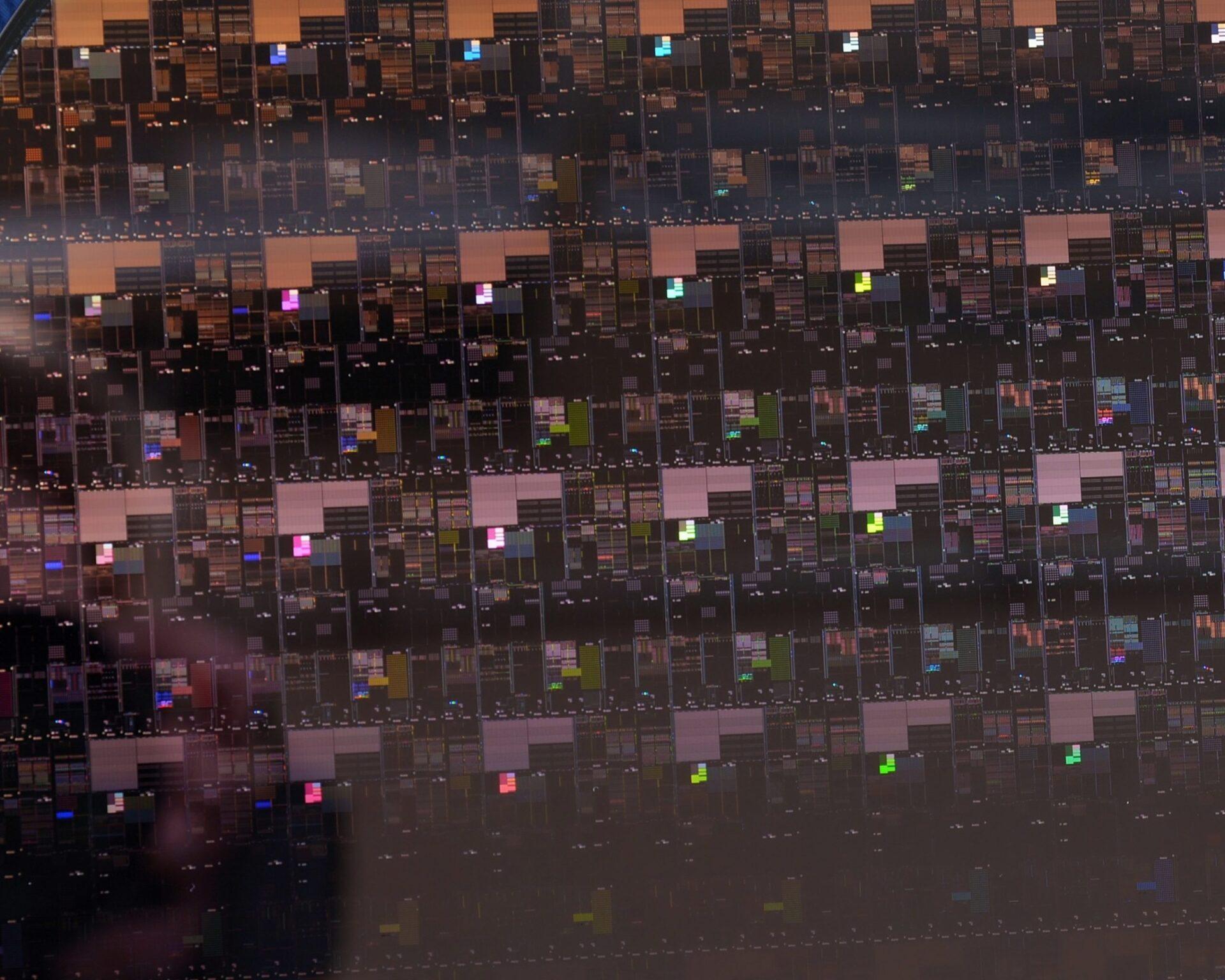 Luz no fim do túnel: China retoma produção de chips com recorde em julho